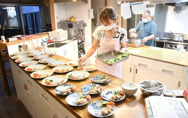 「コモンミール」と呼ぶ夕食作りは当番制だ(東京都多摩市のコレクティブハウス聖蹟)