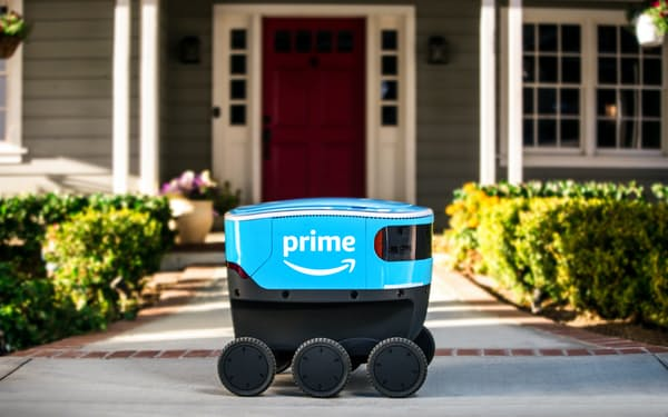 自律走行の配送用ロボット「Amazon Scout(アマゾン・スカウト)」が配送拠点と消費者をつなぐ