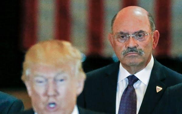 ニューヨーク州司法当局は、「トランプ・オーガニゼーション」と最高財務責任者(CFO)のワイセルバーグ氏(右)を刑事訴追した=ロイター