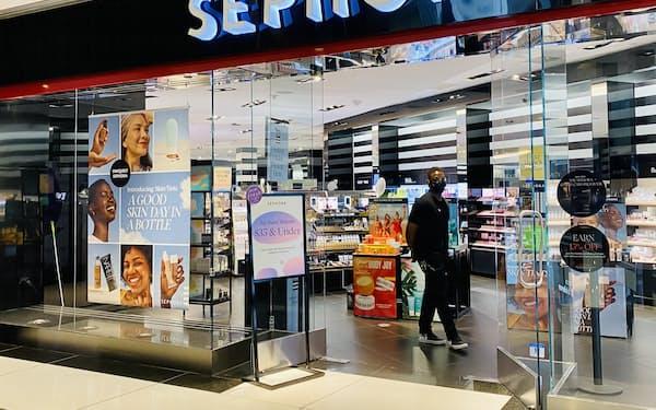 化粧品のセフォラは百貨店などのテナントを通じ新規出店を増やす(1日、ニューヨーク市のモール)