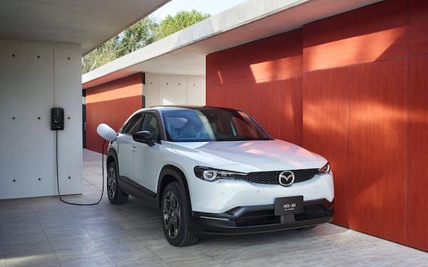 マツダは電動車の開発を急ぐ(「MX-30」EVモデル)