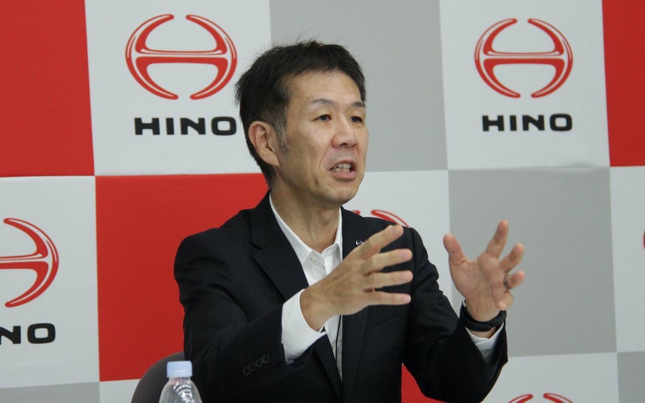 2日に記者会見した日野自動車の小木曽聡社長