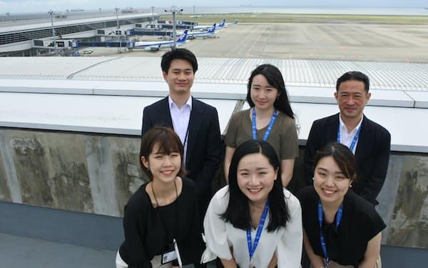 オンラインツアーを企画した(前列左から)テイさん、常さん、杉本さん、(後列左から)金さん、高さん、村松さん(愛知県常滑市)