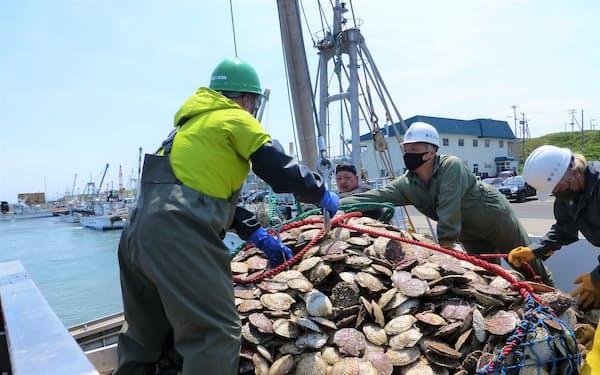 北海道猿払村はホタテ漁の収入が伸び、個人住民税は10年間で2倍となった(6月)