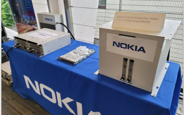 ノキアの液体冷却装置では、従来の空調による冷却より約7割消費電力を削減できる