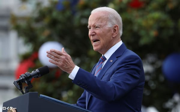 独立記念日で演説するバイデン米大統領(4日、ワシントン)=ロイター