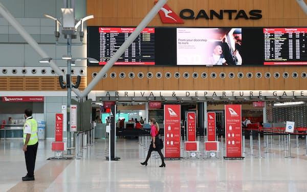 シドニー空港は2002年に民営化された(国内線ターミナル)=ロイター