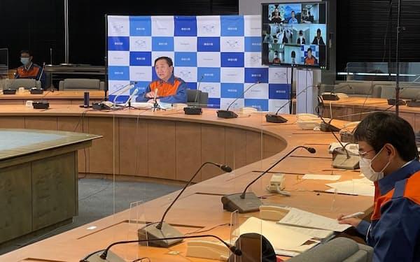黒岩祐治知事は隣接する静岡県への支援状況などを説明した(4日、県庁)