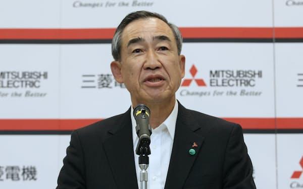 三菱電機の柵山会長は、JR東日本の取締役を辞任し、副会長を務める経団連の活動を9月まで自粛する