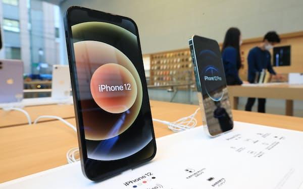 有機ELがスマホに本格搭載され、NOR型の需要を押し上げる(「iPhone 12」シリーズ)