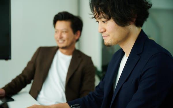リクーの草深氏(右)は採用パートナーとしてクライアント企業と現場で一緒に考えている
