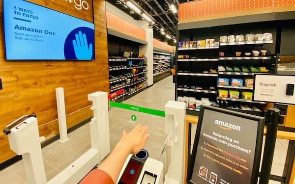ニューヨーク市内のアマゾン・ゴーでは入店時に手のひらをかざすだけで決済まで完了する