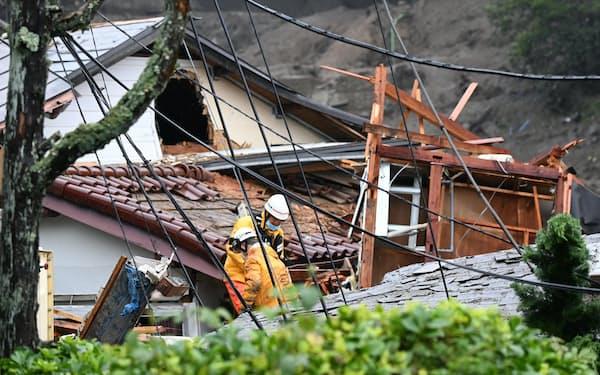 土石流に見舞われた静岡県熱海市伊豆山地区で行われる捜索活動(4日)