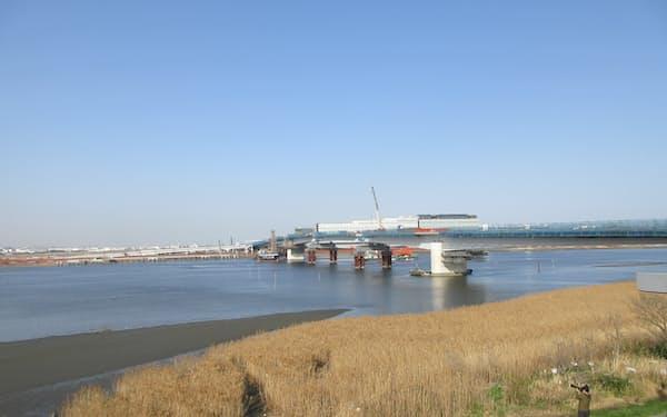 連絡橋の工事は大詰めを迎えている