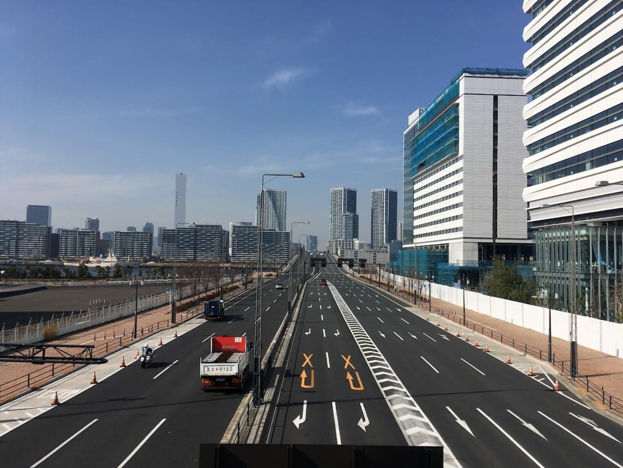 五輪ロードは選手村や競技会場などを結ぶ主要な輸送道路(東京都江東区)