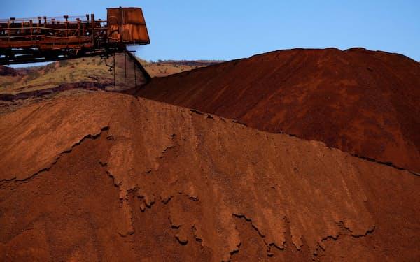 鉄鉱石は世界的に旺盛な需要が続いている(オーストラリア西部の鉱山)=ロイター
