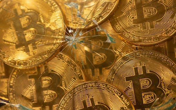 中国当局は仮想通貨への締め付けを強化している(代表的な仮想通貨のビットコイン)=ロイター