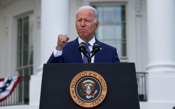 アフガニスタンでは治安悪化が一段と進むが、バイデン米大統領は米軍撤収を進めている=ロイター