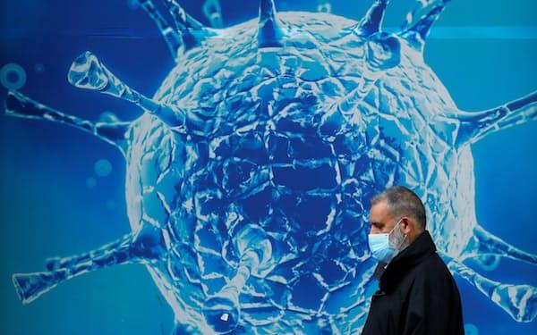 新型コロナ感染症の重症者は、過剰な免疫反応で自分の細胞を傷つける現象「サイトカインストーム」が起きているとされる=ロイター