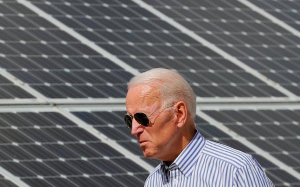 バイデン大統領は太陽光など再生エネの拡大を目指している=ロイター