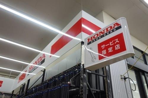 店内に「サービスピット」を併設するジョイフル本田幸手店。この店での購入者ではないホンダの耕運機ユーザーが修理やメンテナンスに持ち込むこともあるという