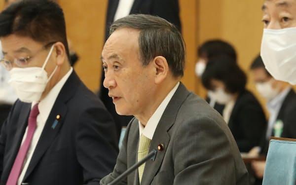 経済財政諮問会議と成長戦略会議の合同会議であいさつする首相(6月18日、首相官邸)