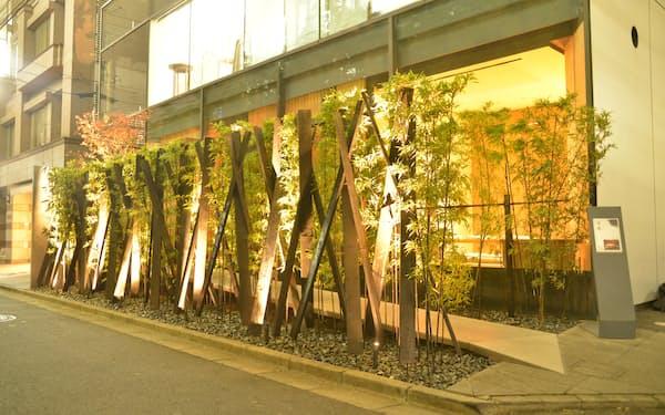 東京・外苑前の「日本料理 僖成」の店舗は隈研吾氏が設計した