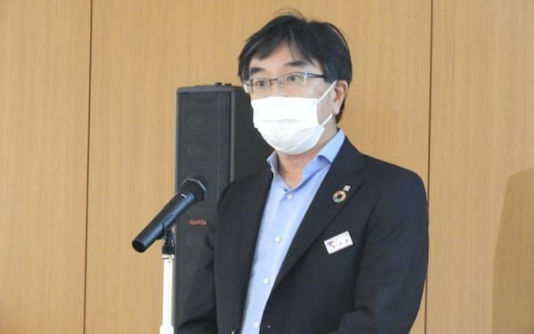 メタネーションの説明をする東京ガスの木本憲太郎専務執行役員(7日、横浜市)