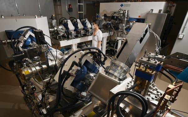 ホウ素中性子捕捉療法で患部に中性子線を照射する加速器=柏原敬樹撮影