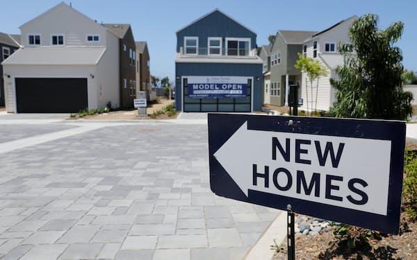 住宅販売のサイン(米カリフォルニア州)=ロイター