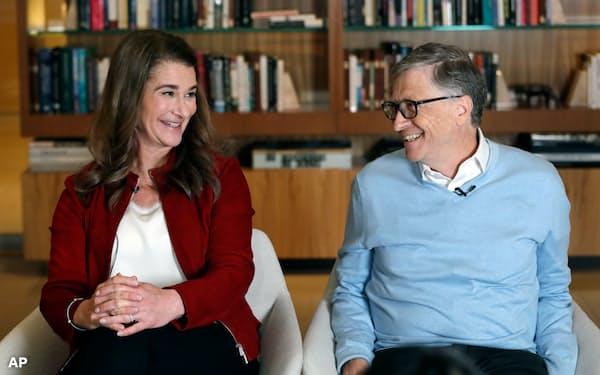インタビューに応じるゲイツ夫妻(2019年1月、米ワシントン州)=AP