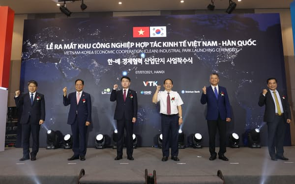 韓国国土交通省の幹部が着工式に出席した(7日、ハノイ市)