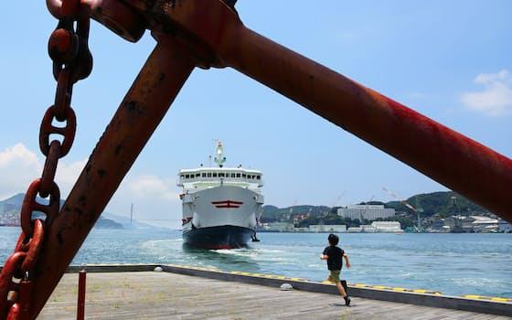お慶がオランダ商船を見に訪れた長崎港の大波止。外海に向かうフェリーの汽笛が湾内に響く