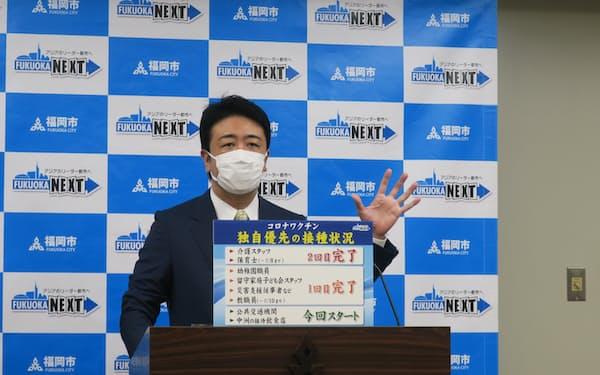 中洲の接待を伴う飲食店の従業員にワクチン優先接種を発表する、福岡市の高島市長(8日、市役所)