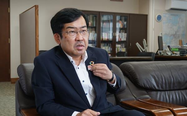 よねむら・たけし 1989年京大法卒、通産省(現・経産省)入省。内閣参事官や特許庁総務部長などを経て2019年から現職。54歳。