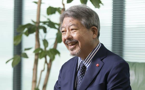 やない・ひろし 1973年(昭48年)中央大法卒。在学中の72年に、映画の上映情報などを紹介する雑誌「ぴあ」を創刊。74年にぴあ株式会社を設立し社長に就任して以来、50年近く経営の指揮を執る。福島県出身、71歳。