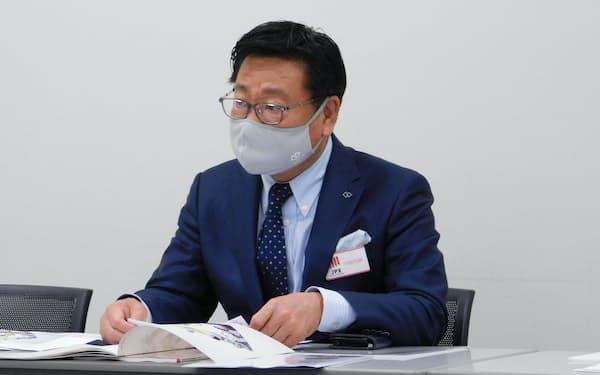 コラントッテの小松克已社長(8日、東京証券取引所)