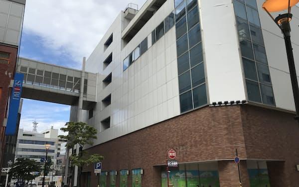 2月に閉館した旧西武福井店新館ビル(8日、福井市)