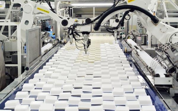 大豆製品各社は原料大豆の高騰に直面している(大手豆腐メーカーの豆腐工場)