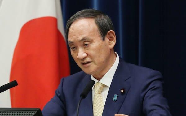 記者会見で東京都への緊急事態宣言再発令などについて説明する菅首相(8日、首相官邸)