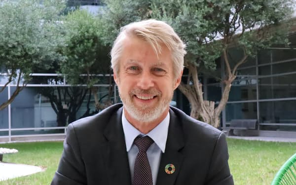 Mats Granryd スウェーデン王立工科大学で修士号。同国の通信機器大手エリクソンに15年在籍し北部欧州、中央アジアなどを担当。同国の通信大手テレ2のCEOを経て、2016年からGSMA。