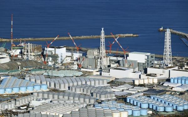 東京電力福島第1原発の敷地内に林立する、汚染水を浄化した後の処理水などを保管するタンク