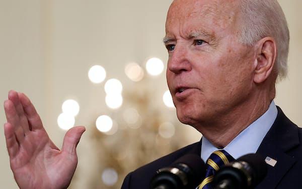 8日、ホワイトハウスで、アフガニスタンからの米軍撤収について説明するバイデン米大統領=ロイター