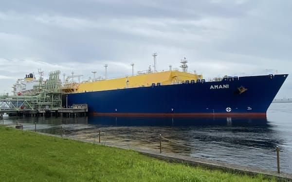 6日、カーボンニュートラルなLNGを積んだ船が大阪ガスの泉北製造所に到着した