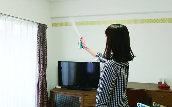 部屋でプッシュして使う手軽なゴキブリ用殺虫剤が支持を集めている