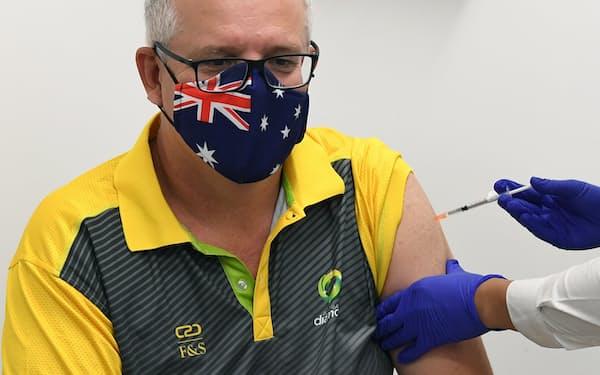 モリソン豪首相は接種開始の初日に米ファイザー製のワクチンを受けた(2月)=AAP