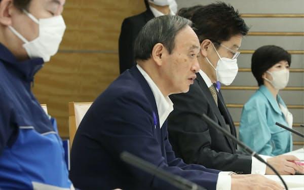 大雨に関する非常災害対策本部会議で発言する菅首相(9日、首相官邸)