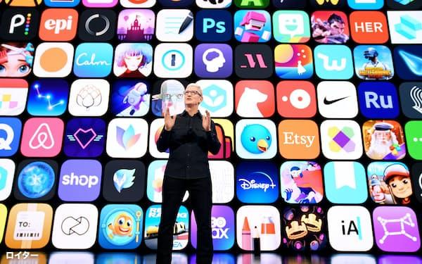 アップルのクックCEOはアプリのサイドロードが消費者を危険にさらすと警告する=ロイター