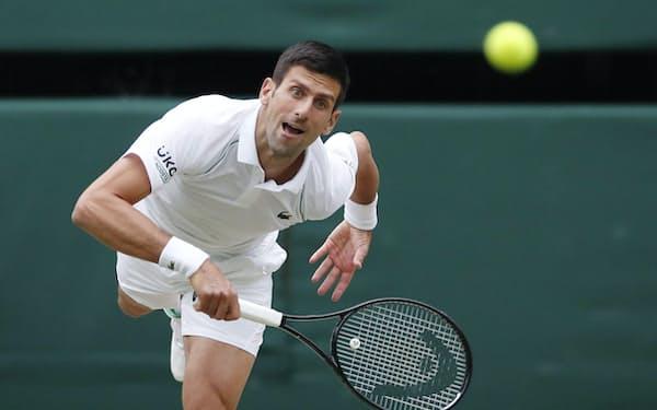 男子シングルスで決勝進出を果たしたノバク・ジョコビッチ(9日、ウィンブルドン)=ロイター
