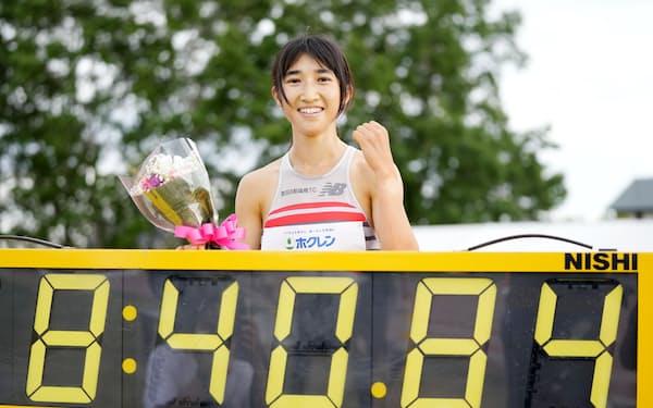 女子3000メートルで、8分40秒84の日本新をマークした田中希実(10日、網走市営陸上競技場)=共同